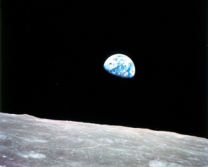 apollo_8earthrise_1280