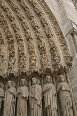 800px-Saints_in_Portal,_Notre-Dame,_Paris_(3605120325)